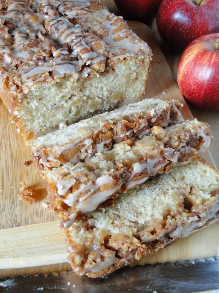 Apple fritter loaf with 3 slices on board.