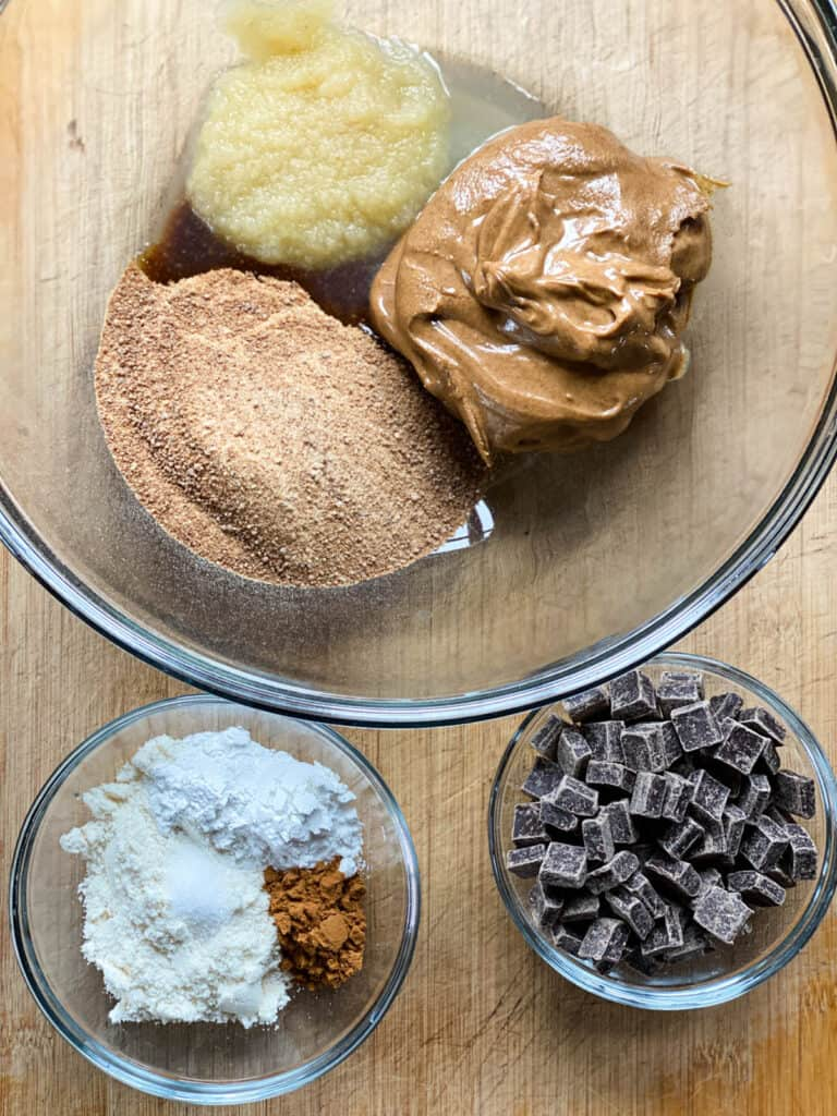 Ingredients for almond butter cookies.