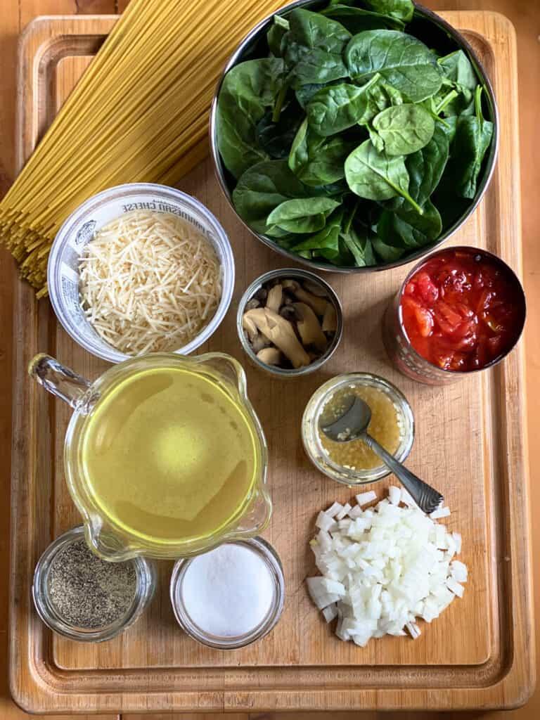 Easy spaghetti shrimp ingredients.