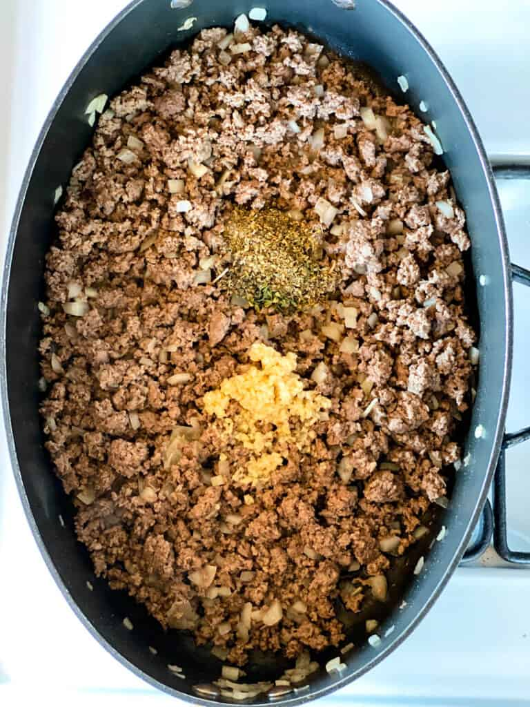Ground beef cooked with garlic and seasonings added.