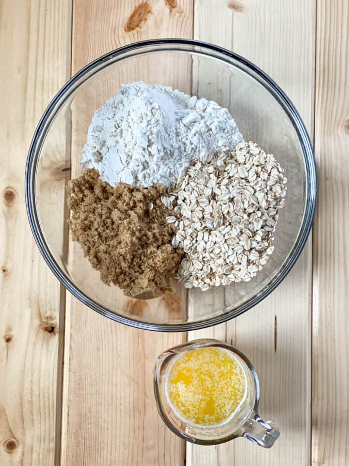 Apple crisp pie topping and crust ingredients.