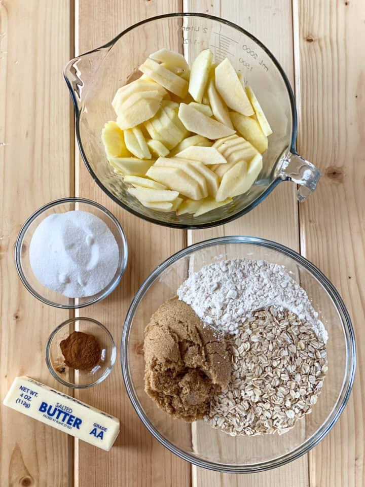 Easy apple crisp ingredients.